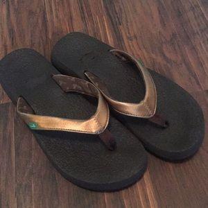 Bronze sanuk yoga mat flip flops